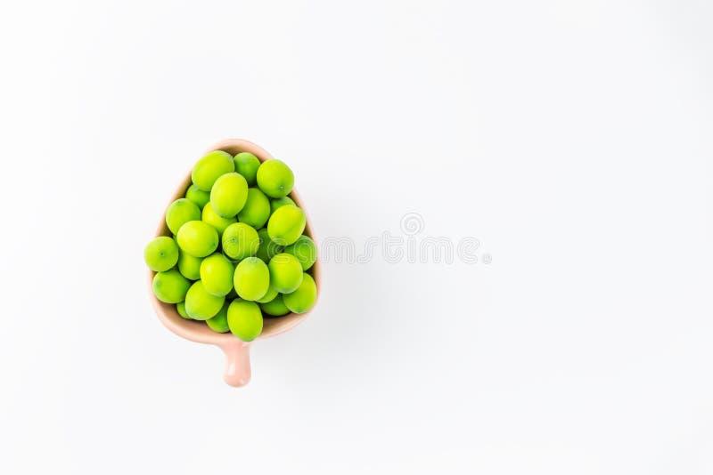 Ливень семени лотоса и лотоса в розовой чашке на белой предпосылке стоковая фотография