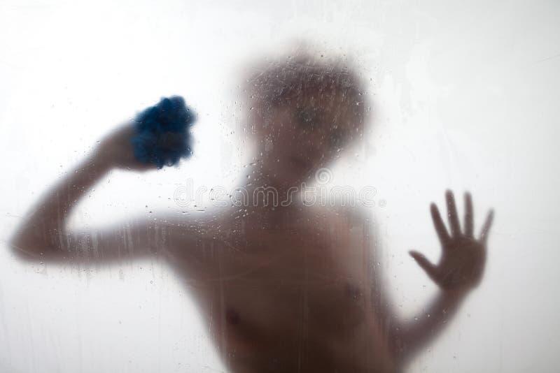 ливень s сексуальный принимая женщину стоковые фотографии rf