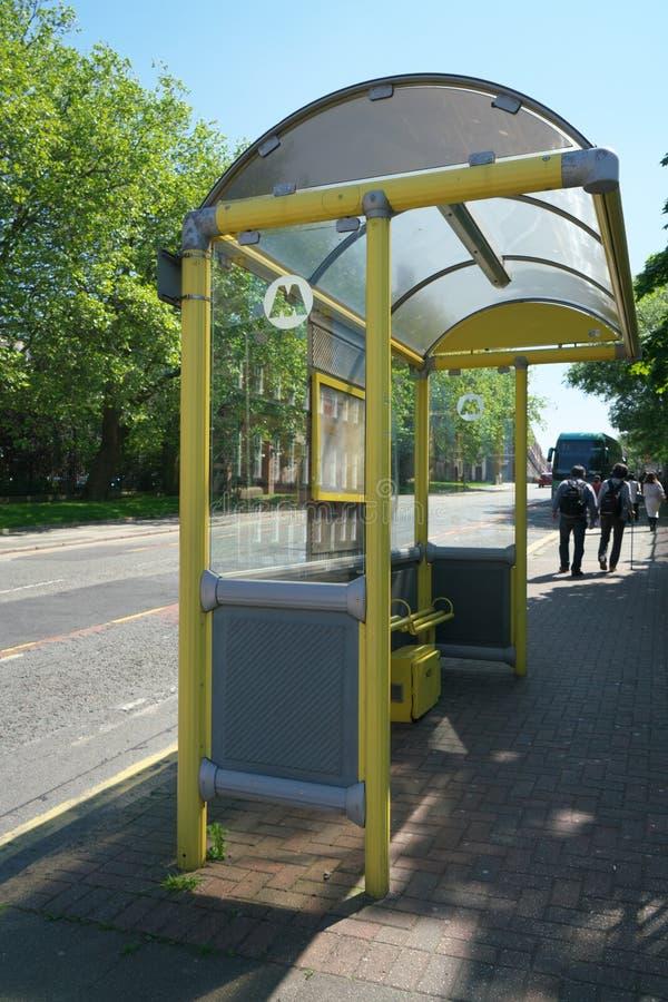 Ливерпуль, Великобритания 25-ое мая 2017: Автобусная остановка на верхней улице герцога в Ливерпуле стоковые изображения rf