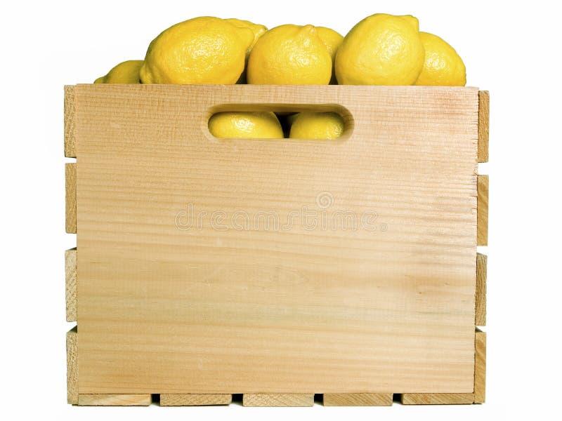 Лимоны в клети плодоовощ стоковые фотографии rf