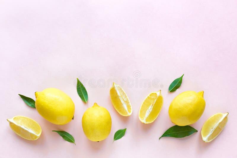 Лимоны на пинке стоковое изображение rf
