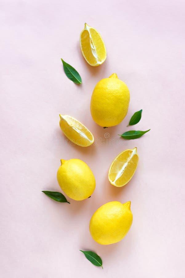Лимоны на пинке стоковая фотография