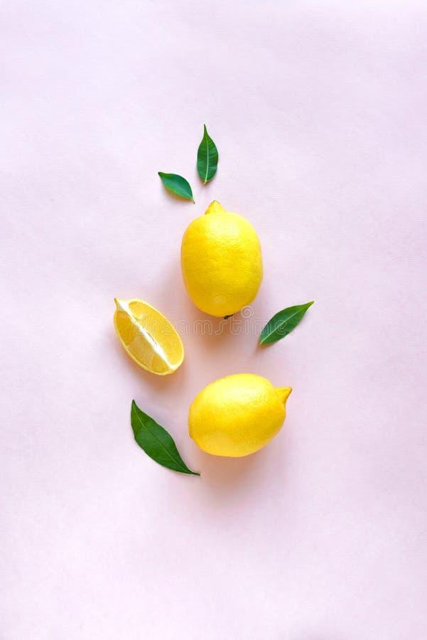 Лимоны на пинке стоковые изображения rf