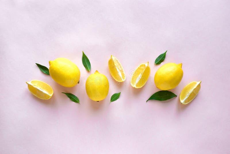 Лимоны на пинке стоковое изображение