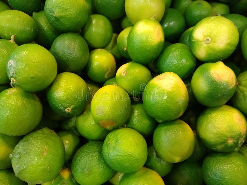 Лимоны, сильно зараженные бактериями-либибакторами Candidatus, вызывают жёлтый дракон HLB стоковое фото
