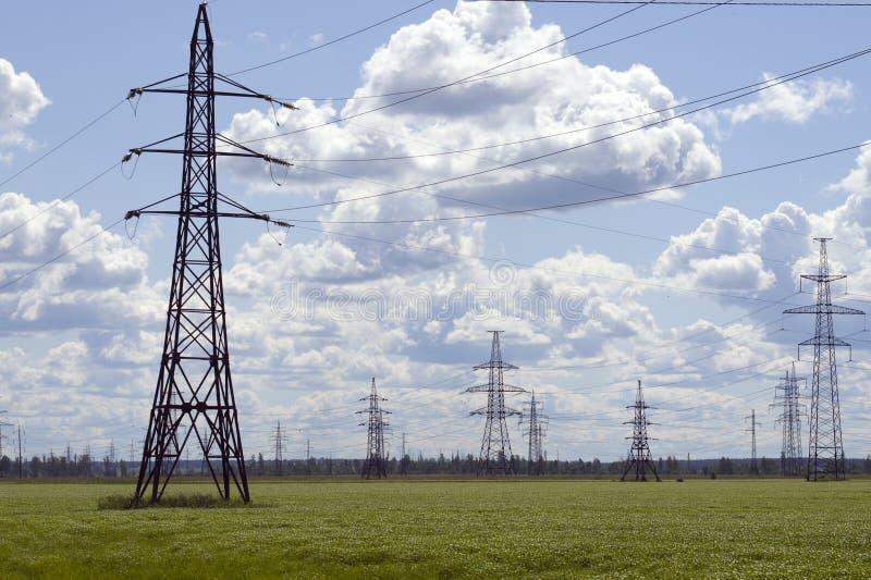линейное напряжение оборудования высокое стоковое изображение
