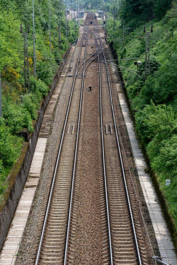 2 линии железнодорожного пути стоковые фотографии rf