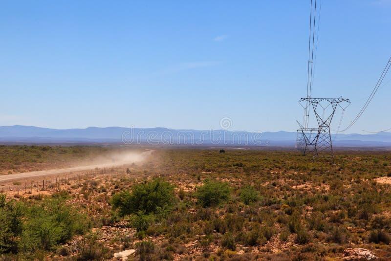 Линии электропередач через пустыню стоковые изображения rf