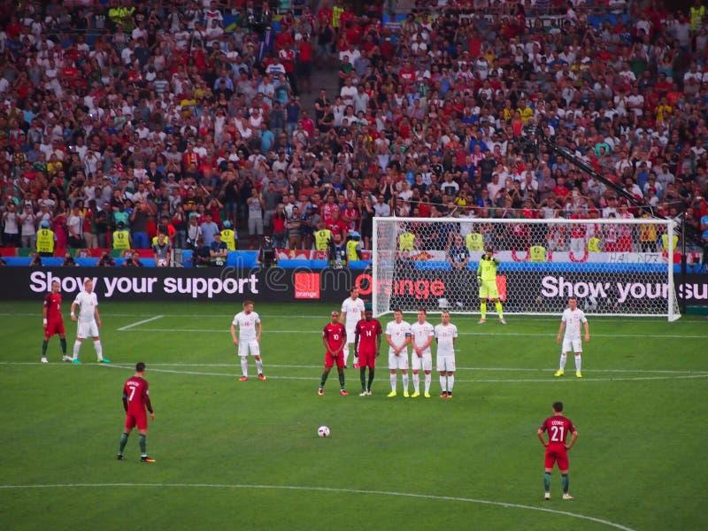 Линии Christiano Ronaldo вверх по свободному пинку стоковое изображение