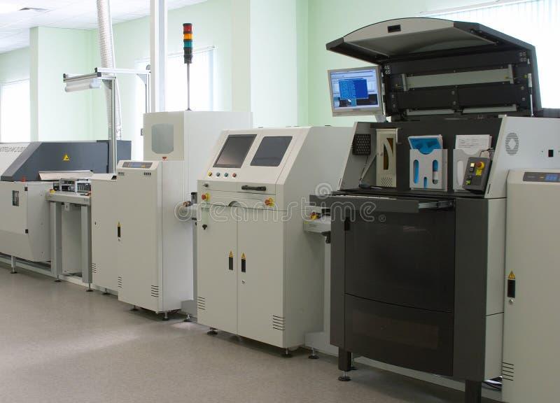 линия автоматического компьютера продукция стоковые фото