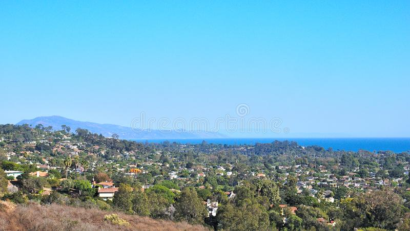 Линия вид на океан побережья Санта-Барбара от Mountainv стоковые фото