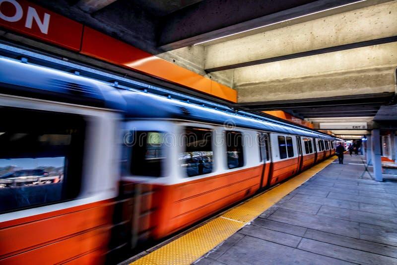Линия вокзала MBTA Веллингтона оранжевая на Эверетте, Массачусетсе стоковое фото rf