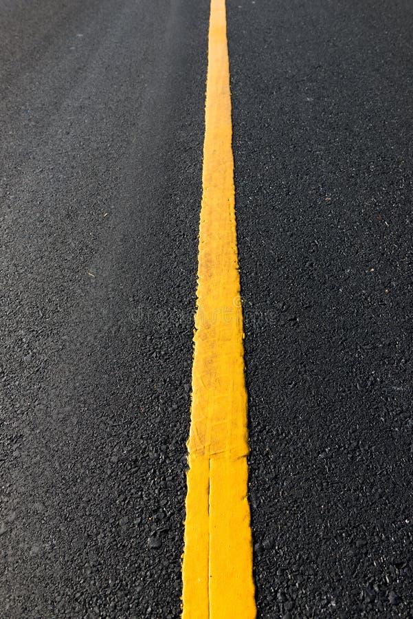 линия желтый цвет дороги стоковая фотография