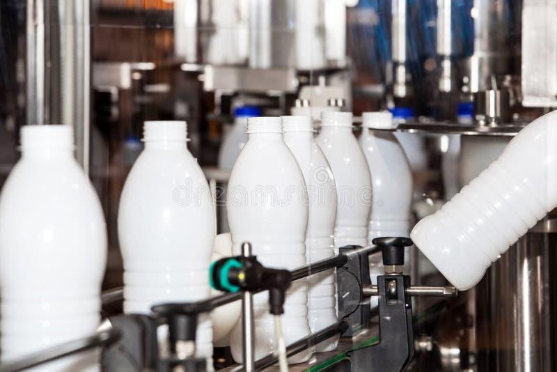 Линия индустрии молока стоковая фотография rf