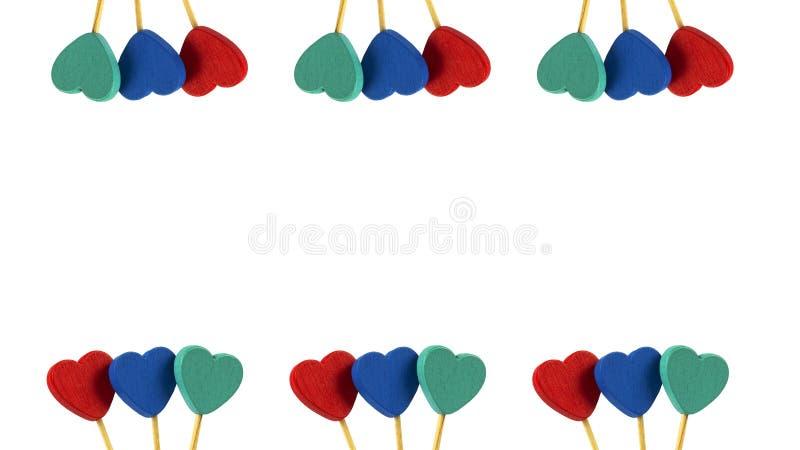 Линия 2 красных, голубых, серых сердец в белой предпосылке стоковая фотография