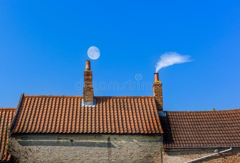 Линия крыши печной трубы стоковые изображения