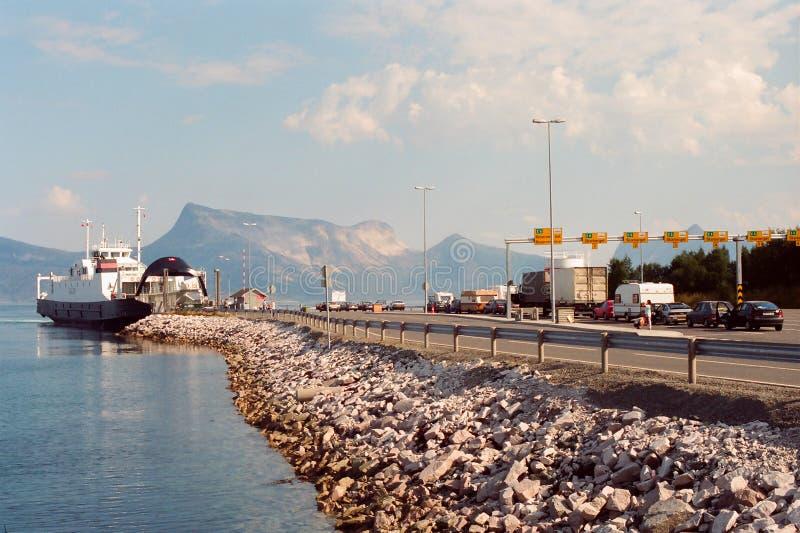 линия Норвегия парома автомобиля стоковые фотографии rf