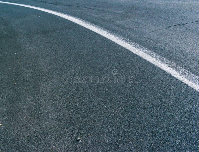 Линия оси на дороге стоковые фото