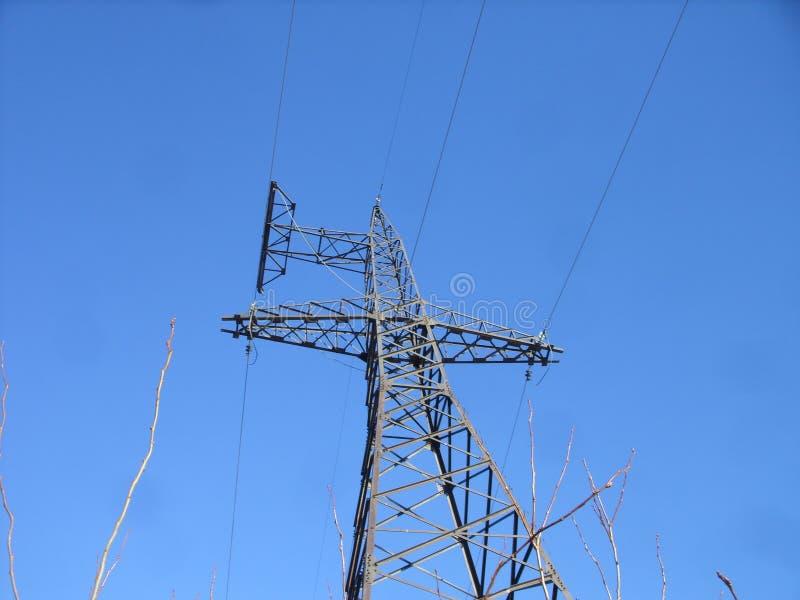 Линия передачи энергии башня и рай стоковые изображения rf