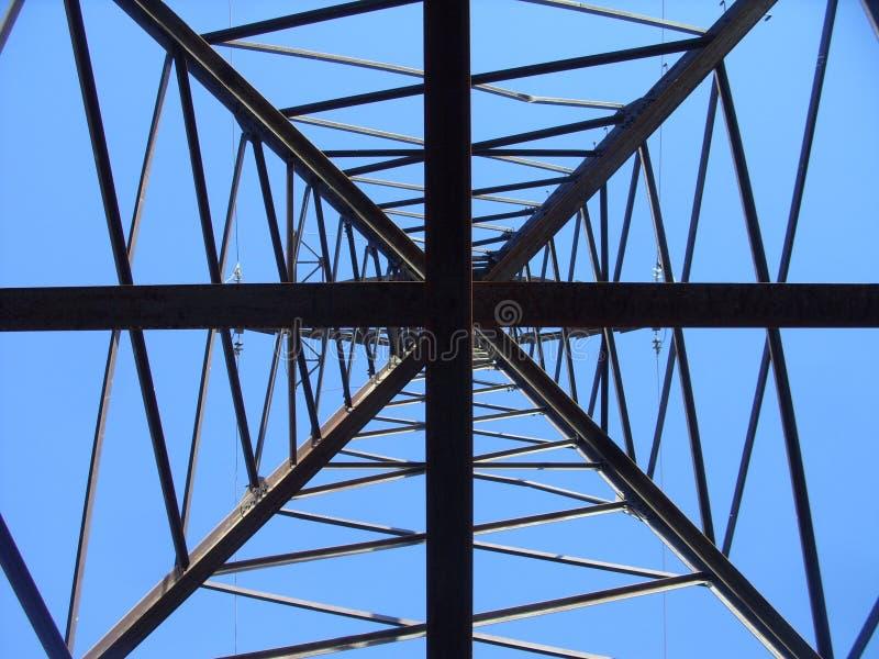 Линия передачи энергии башня и рай стоковое фото rf