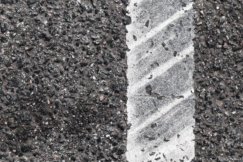 Линия раздела с следом автошины, конец вверх стоковая фотография