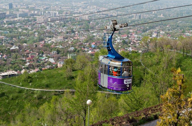 Линия фуникулера к горе Kok-Tobe в Алма-Ате стоковые изображения rf