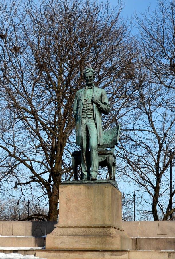 Линкольн стоя в снеге стоковое изображение