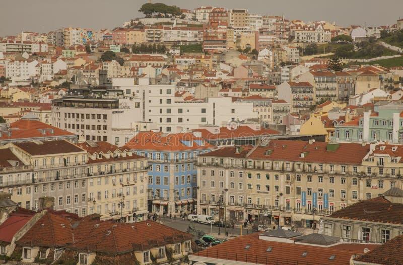 Лиссабон - взгляд от подъема Санта Justa на пасмурный день в зиме стоковые фото