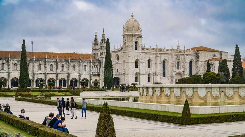 ЛИССАБОН, около 2017: Монастырь Jeronimos или монастырь Hieronymites Лиссабон континентальные столица и th ` s Европы самые запад стоковые фото