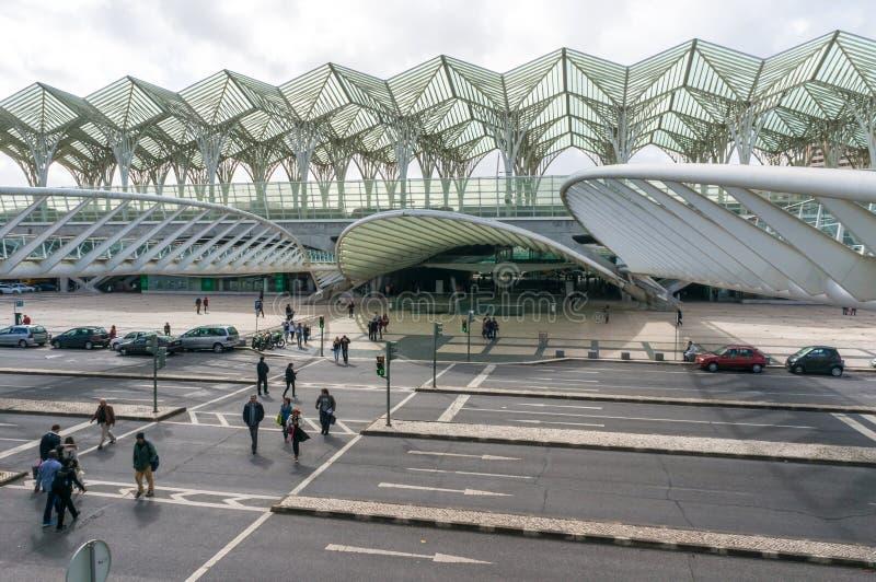 ЛИССАБОН, ПОРТУГАЛИЯ - 1-ОЕ АПРЕЛЯ 2013: Вокзал Oriente Эта станция была конструирована Сантьяго Калатрава для мира экспо '98 стоковая фотография