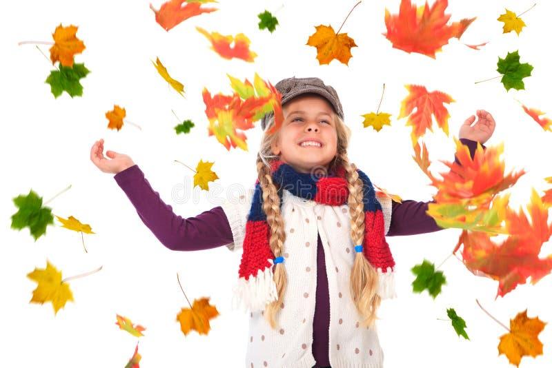 листья девушки осени бросая вверх стоковое фото rf