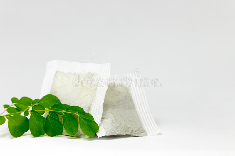 Лист и пакетики чая Moringa стоковая фотография