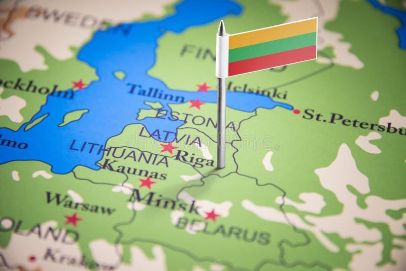 Литва отметила с флагом на карте стоковые фотографии rf