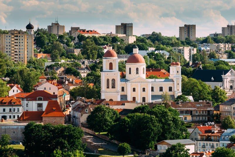 Литва vilnius Бастион стены города Вильнюса и православная церков церковь святого духа в летнем дне старый городок vilnius стоковые фото