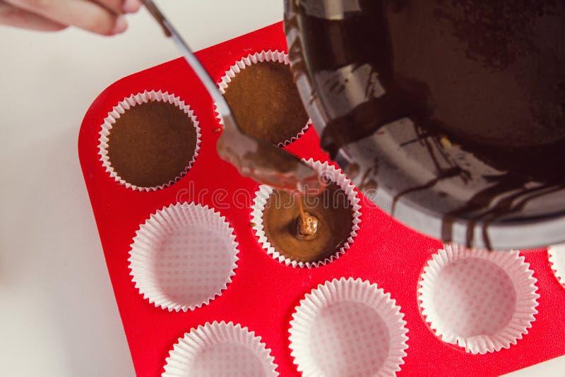Лить смешивание торта стоковая фотография rf
