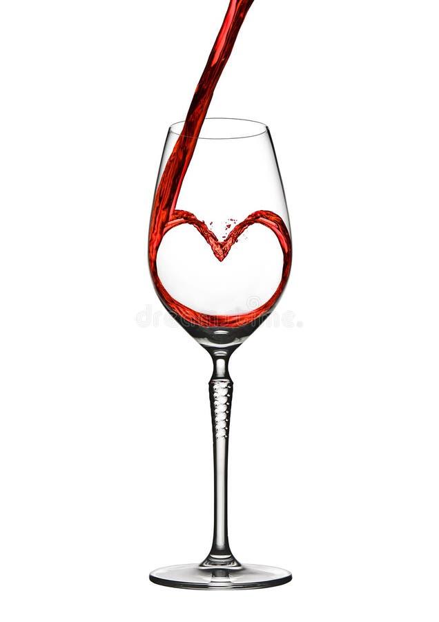Лить форма сердца вина романтичная к элегантному стеклу стоковое изображение rf