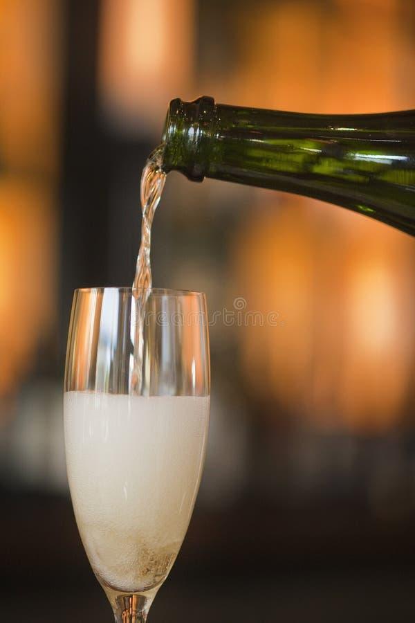 лить франчуза шампанского стоковые фото