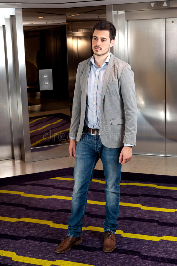 Лифт лобби человека стоковые фото
