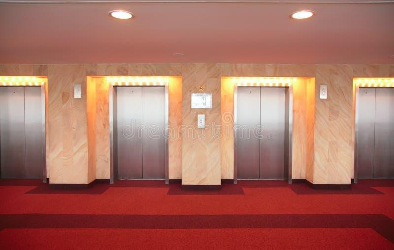 лифт s дверей стоковое фото rf