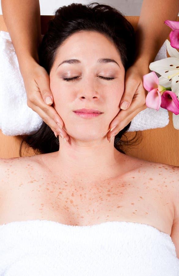 лицевой роскошный массаж стоковые фотографии rf
