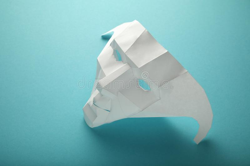Лицевой щиток гермошлема белой бумаги, укрытие личности, опознавания машины людей Социальная анонимность стоковые фото