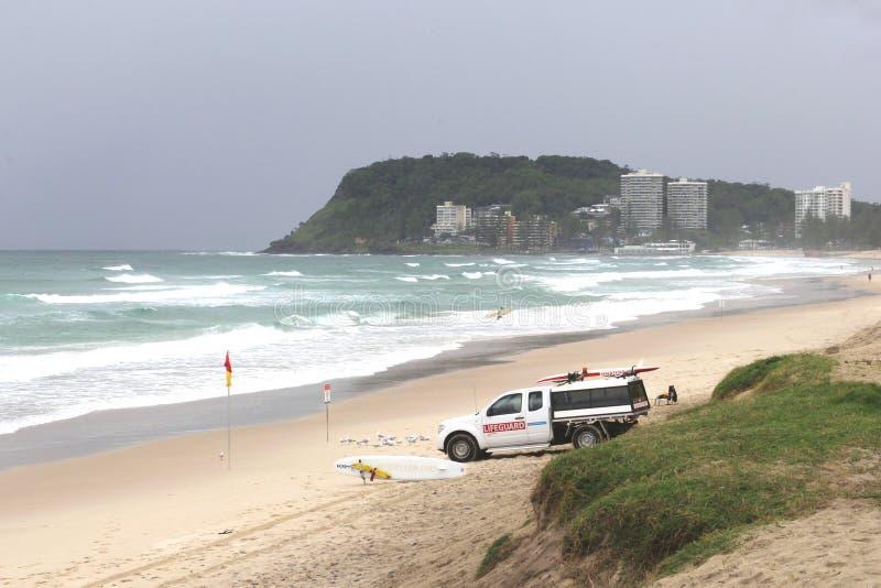 Личная охрана на пляже рая серферов на Gold Coast, Австралии стоковое изображение rf