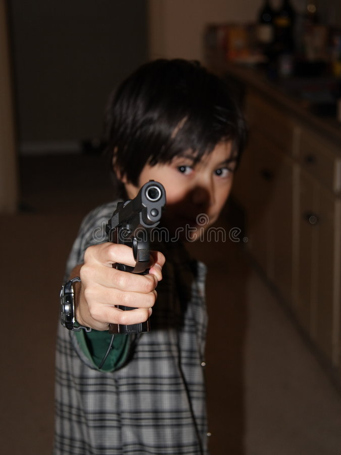 личное огнестрельное оружие мальчика стоковые фотографии rf