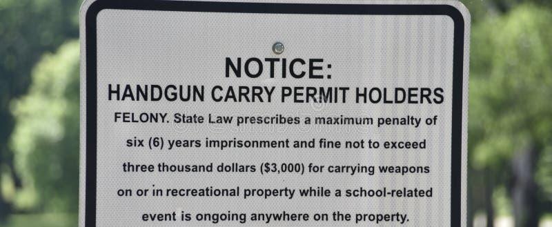 Личное огнестрельное оружие носит надлежащее уведомление держателей разрешения стоковые изображения