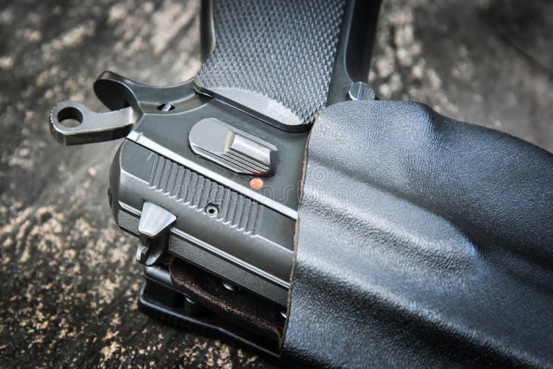 Личное огнестрельное оружие в кобуре стоковая фотография