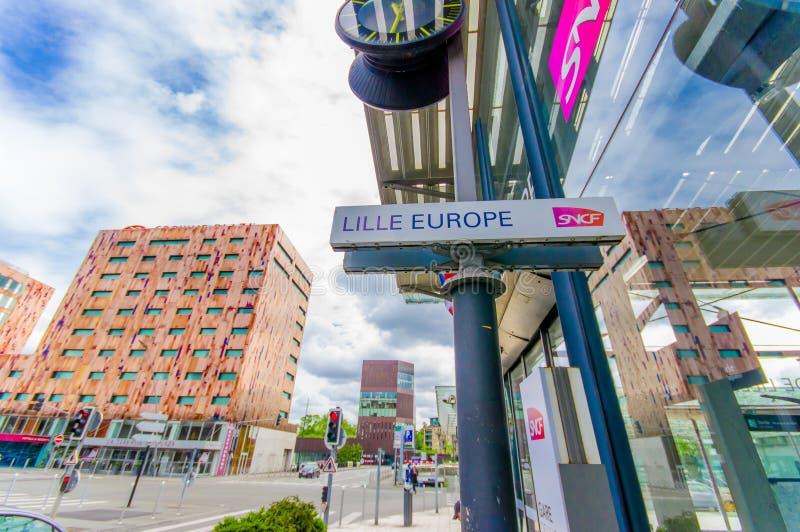Лилль, Франция - 3-ье июня 2015: Дорожный знак читая Лилль Европу, расположенную в улицах вне вокзала стоковое фото