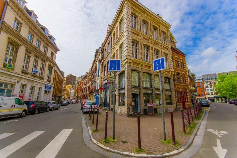 Лилль, Франция - 3-ье июня 2015: Славный летний день в центре города, традиционная европейская конкретная архитектура, очаровывая стоковая фотография