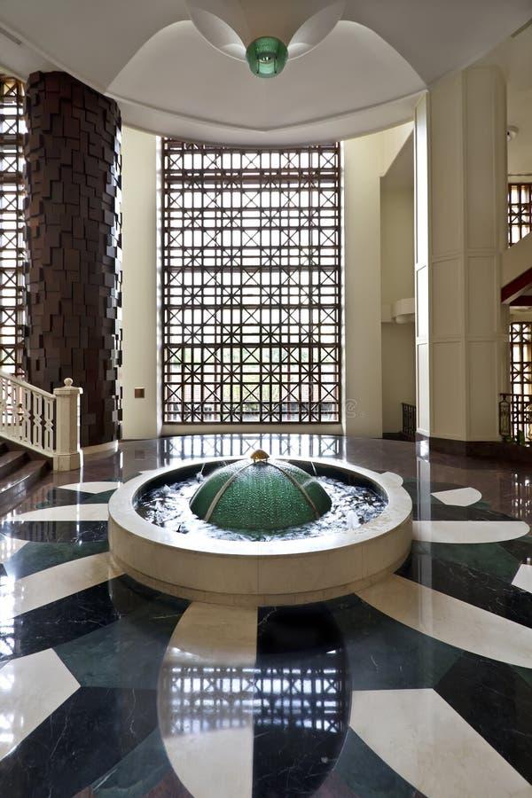 лобби гостиницы фонтана стоковое фото