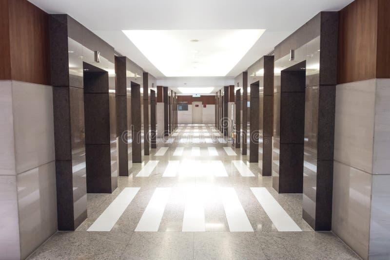 Лобби лифта в перспективе стоковая фотография rf