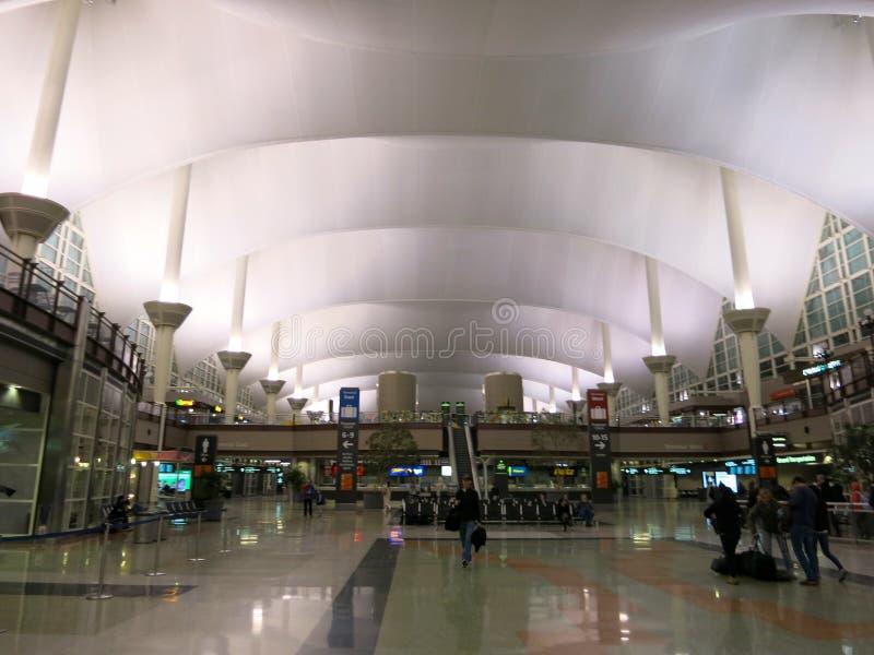 Лобби международного аэропорта Денвера стоковая фотография